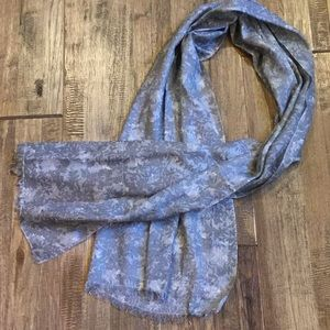 Soft linen like scarf with small fringe
